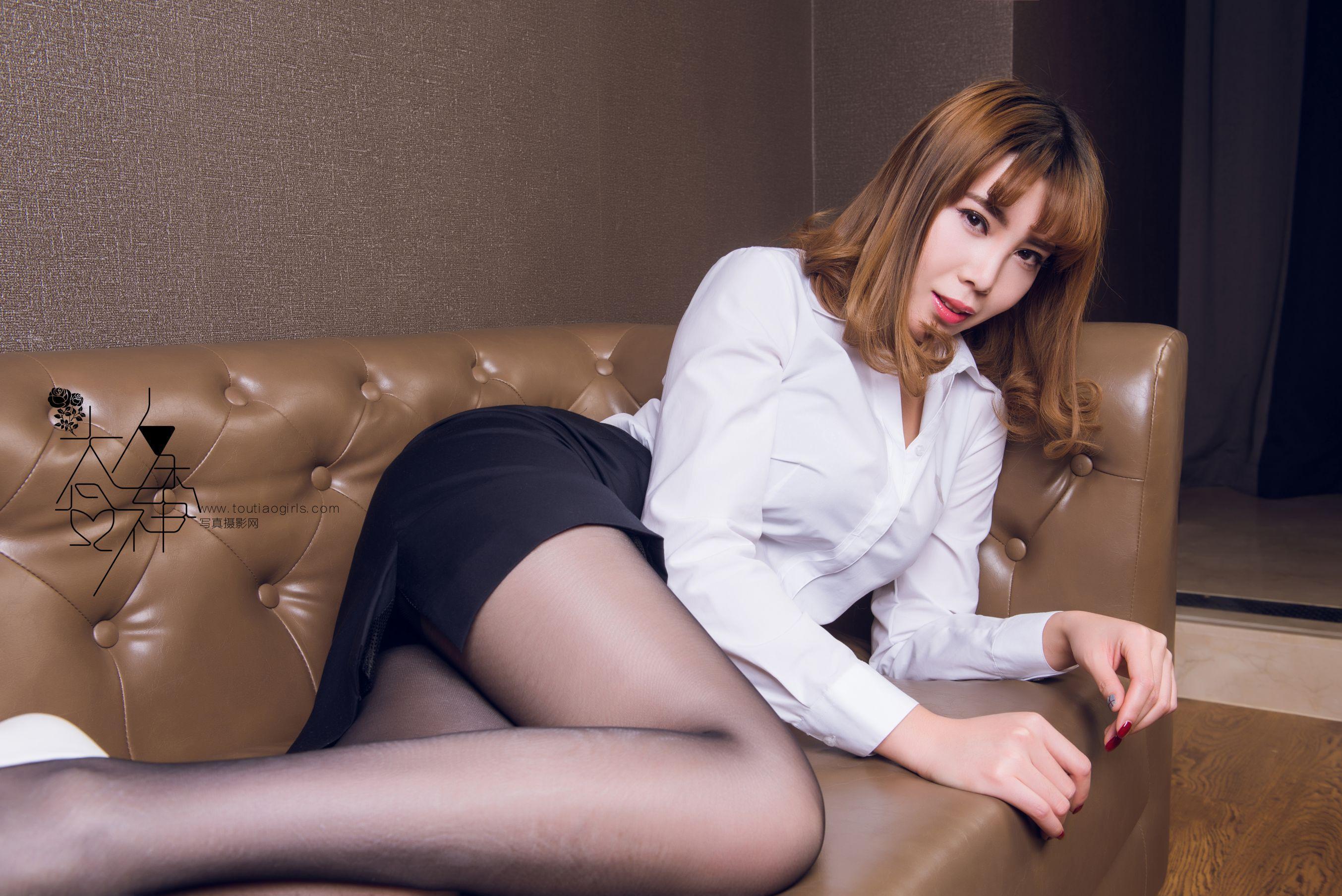 欧美黑丝制服_办公室秘书黑丝美腿制服诱惑翘臀写真图片