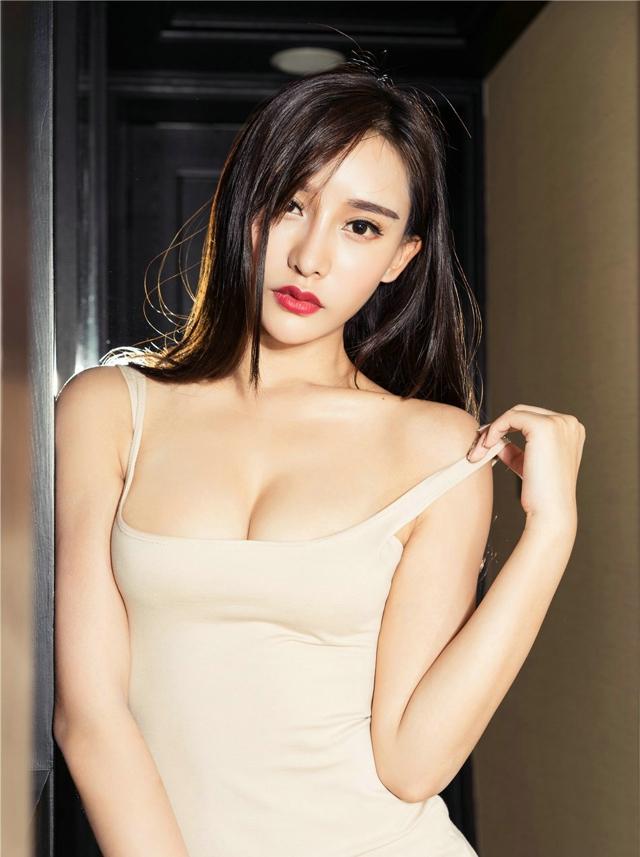 我的大奶同事小�_波霸豪乳美女小西性感爆乳酥胸大奶诱惑酒店