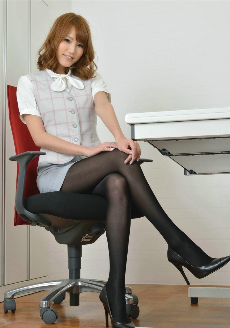 黑丝爱爱????_性感秘书办公室黑丝高跟写真