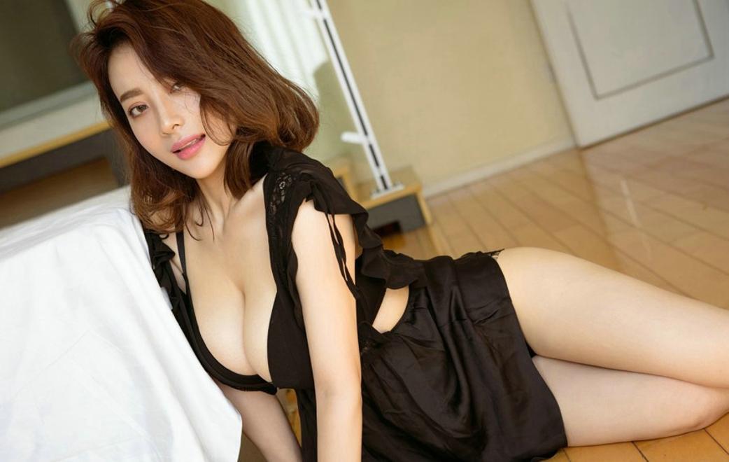 狂操大奶美女ed2k_激情爆乳尤物美女性感睡衣酥胸大奶大胆私房