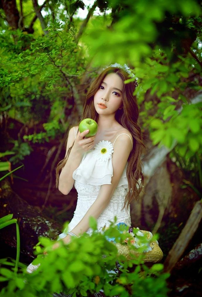 养眼漂亮女神森林唯美写真图片