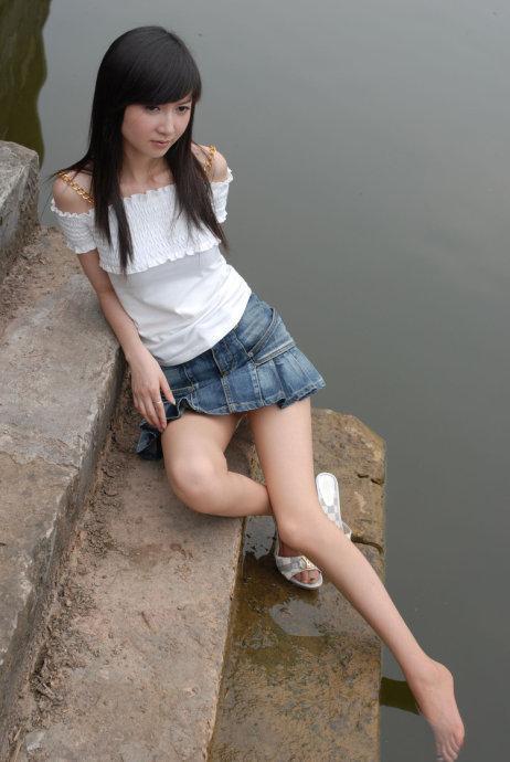 素人美女野外美腿丝袜诱惑私拍写真