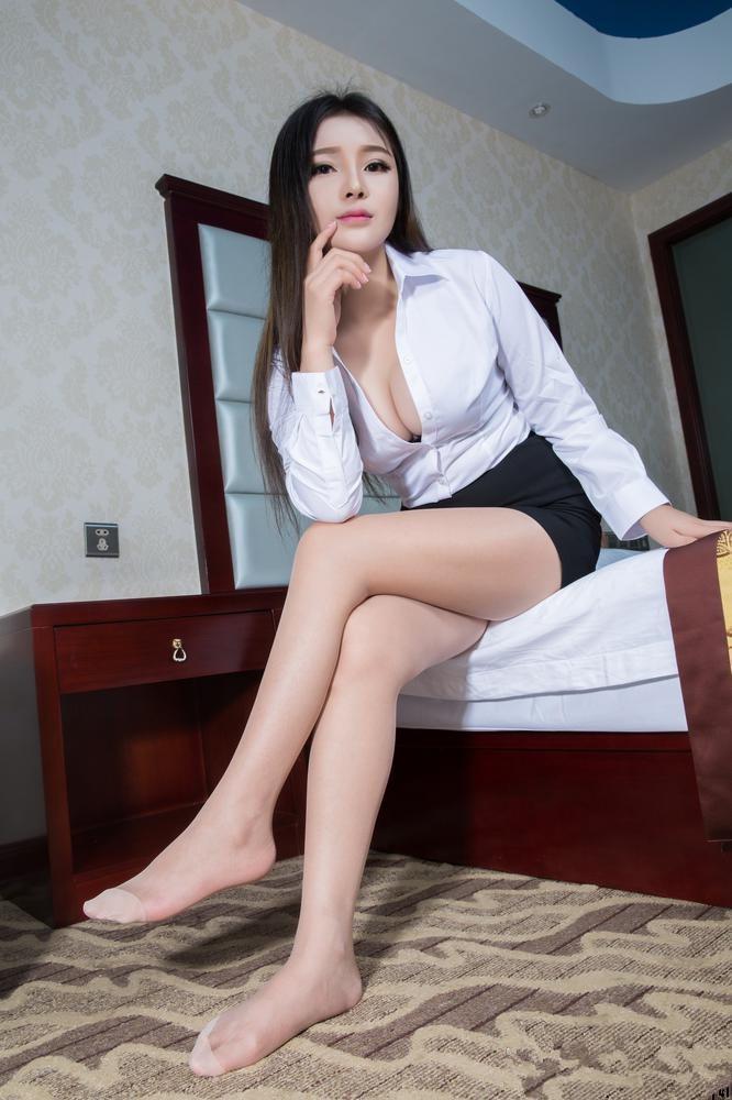 狂操大奶美女ed2k_大胆激情美女秘书爆乳大奶丝袜美腿诱惑写真