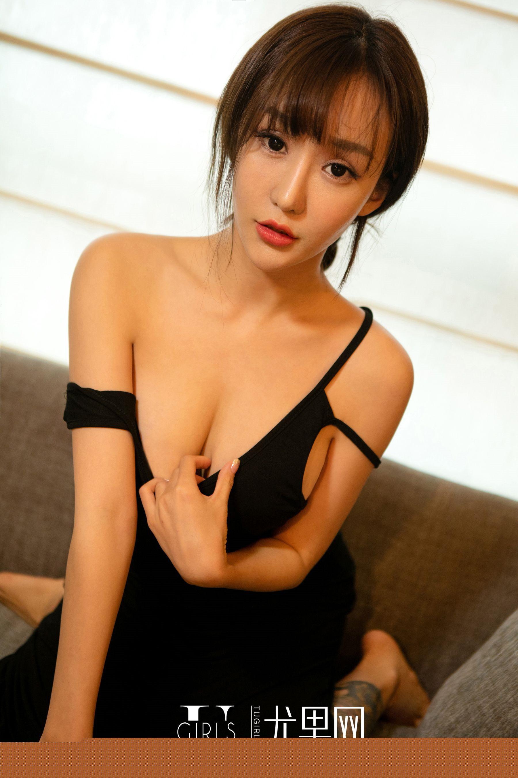 大胆美女裸体艺术摄影_巨乳性感美女大胸可见大胆人体艺术诱惑写真