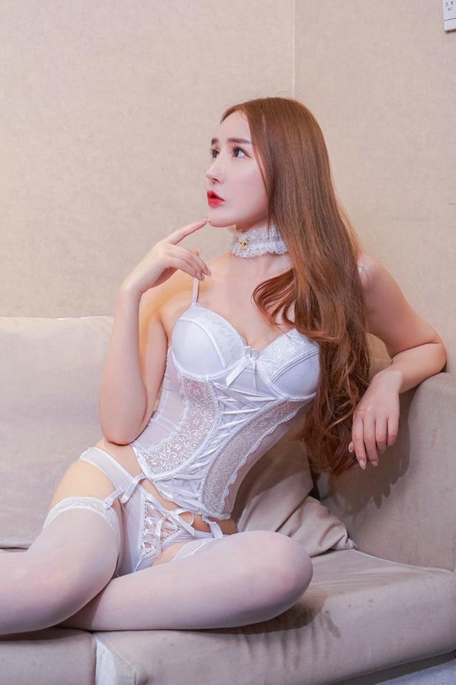 狂操大奶美女ed2k_性感制服美女冷月月空姐制服爆乳大奶丝袜美