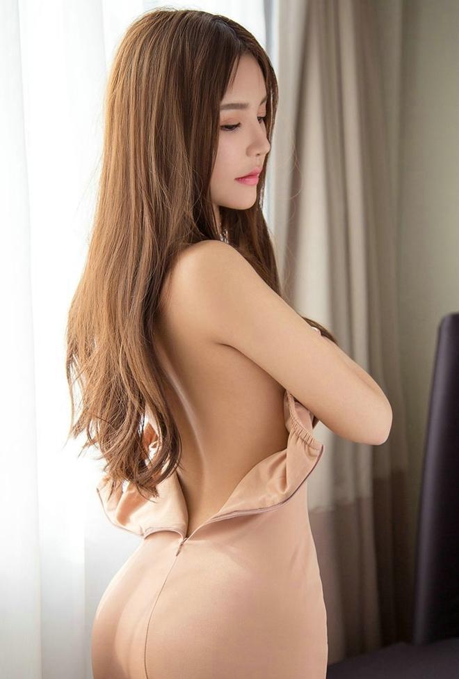 性感爆乳美女抹胸短裙爆乳大奶妩媚大胆诱惑