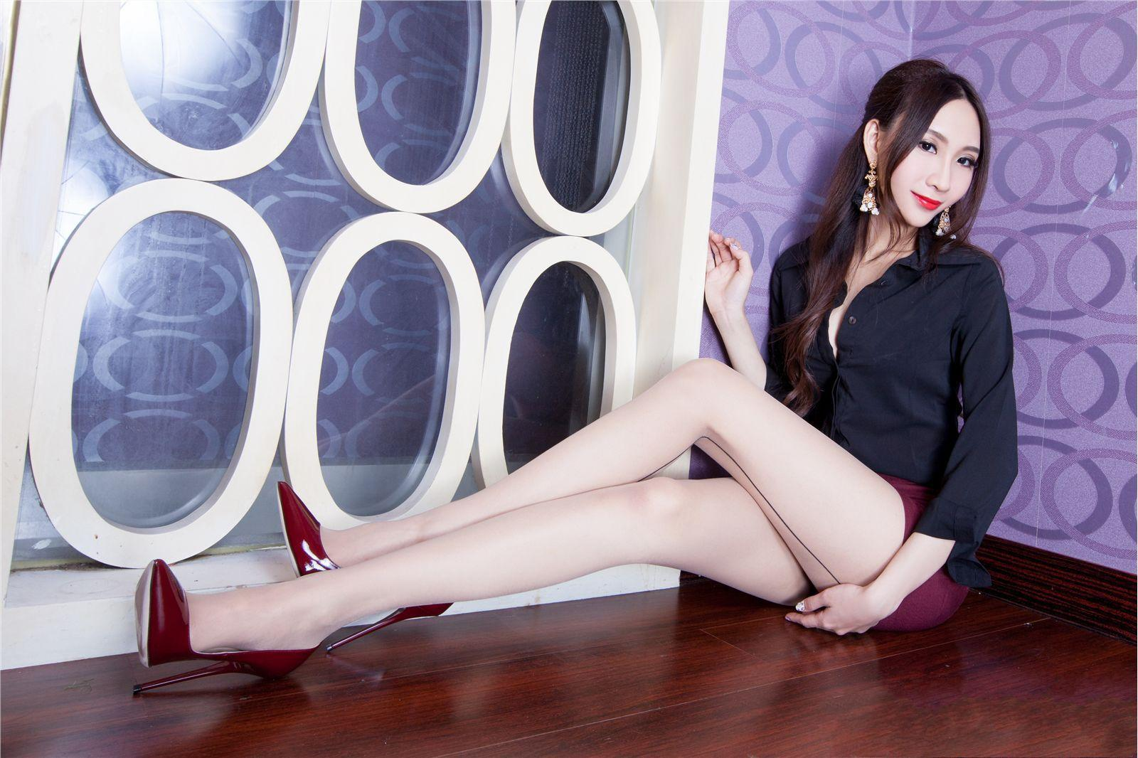 台湾大长腿美女Miki高跟美腿性感玉足性感美伊丽莎白奥妹肉丝奥尔森图片