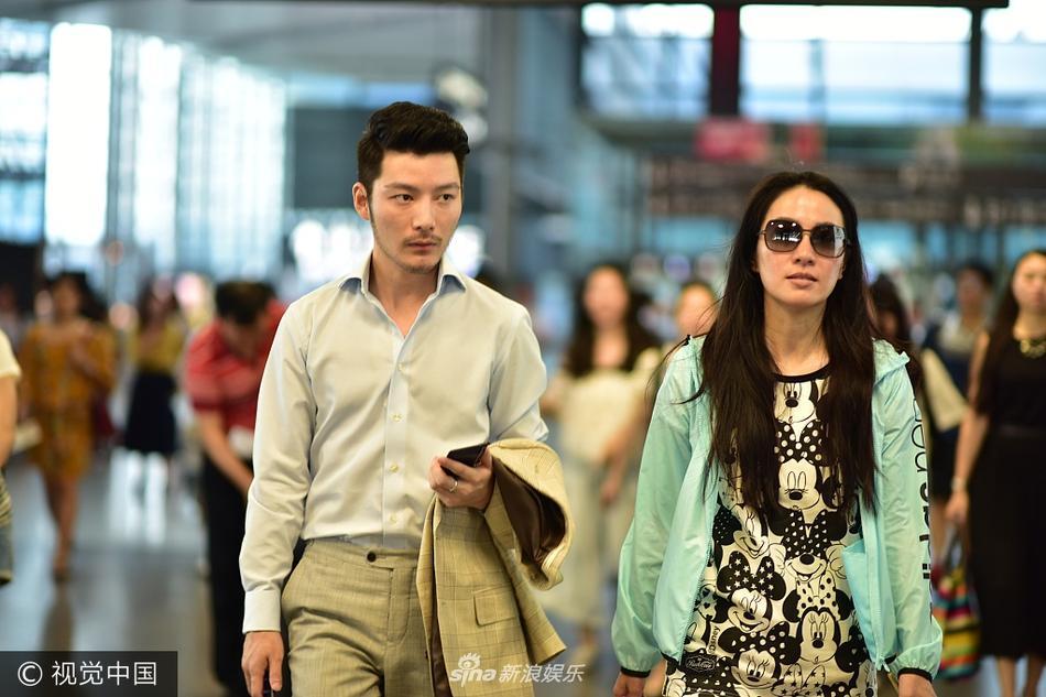 没分手?叶璇与男友小默先生同行 睡裤style很随性图片