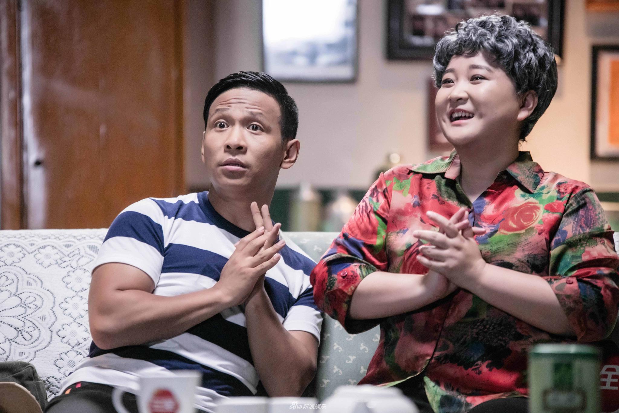 组图:贾玲穿花衣白发变老奶奶 搭档宋小宝超搞喜感