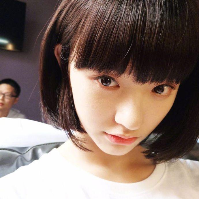 林允剪短发乖巧可爱 清纯似学生妹