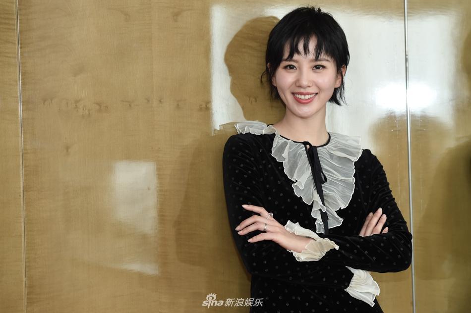 组图:刘诗诗短发造型俏皮可爱 着黑色短裙清凉出镜