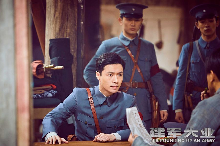 黄建新任监制的热血战争巨制《建军大业》昨日正式上映引爆暑期档.