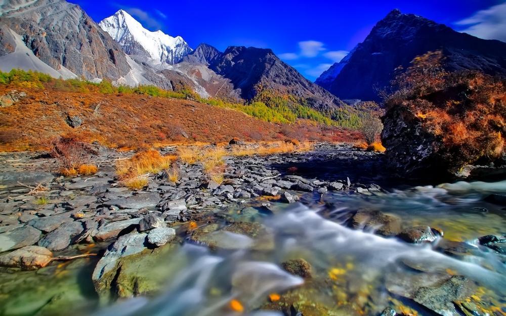 稻城亚丁蓝天白云自然风景唯美图片桌面壁纸