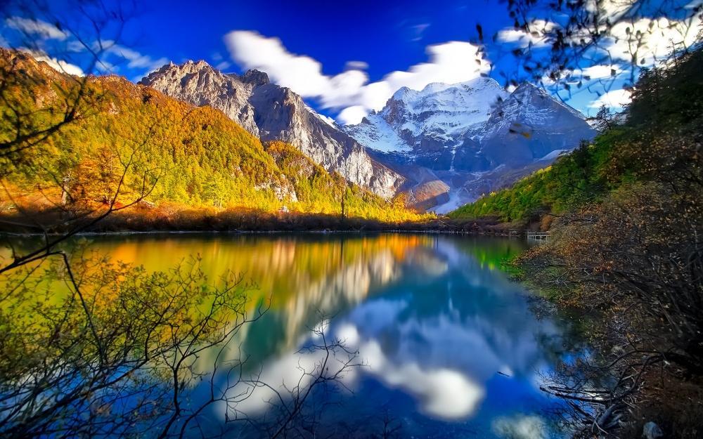 稻城亞丁藍天白云自然風景唯美圖片桌面壁紙