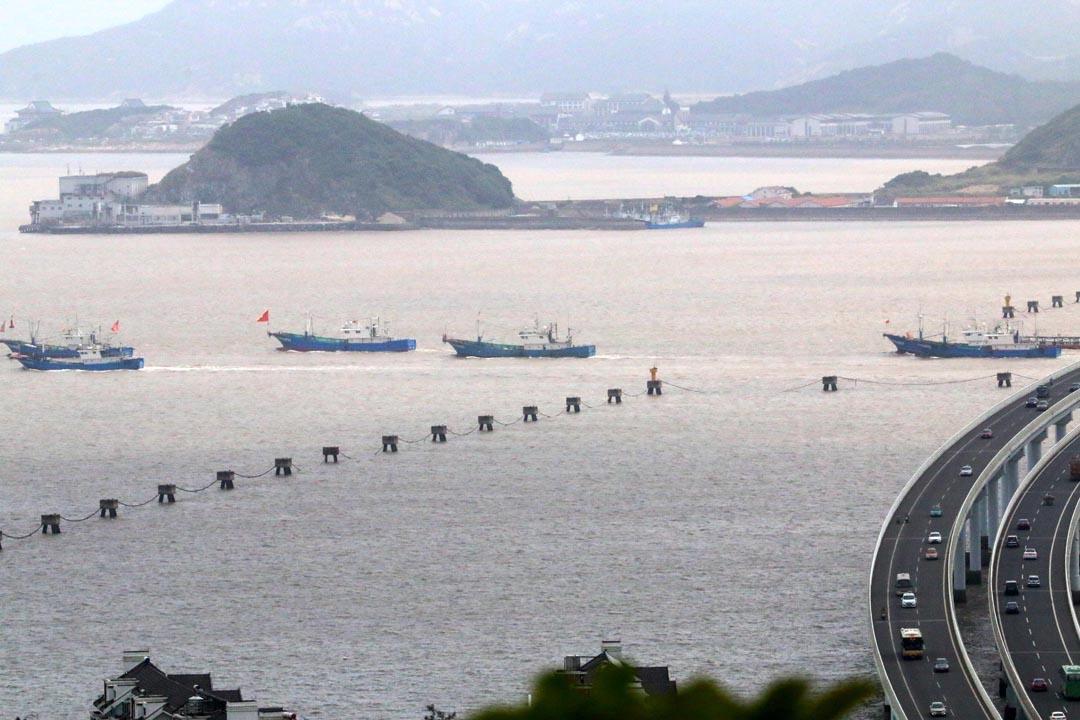 2017年8月1日,数千艘渔船从浙江省舟山市普陀区沈家门渔港扬帆出海