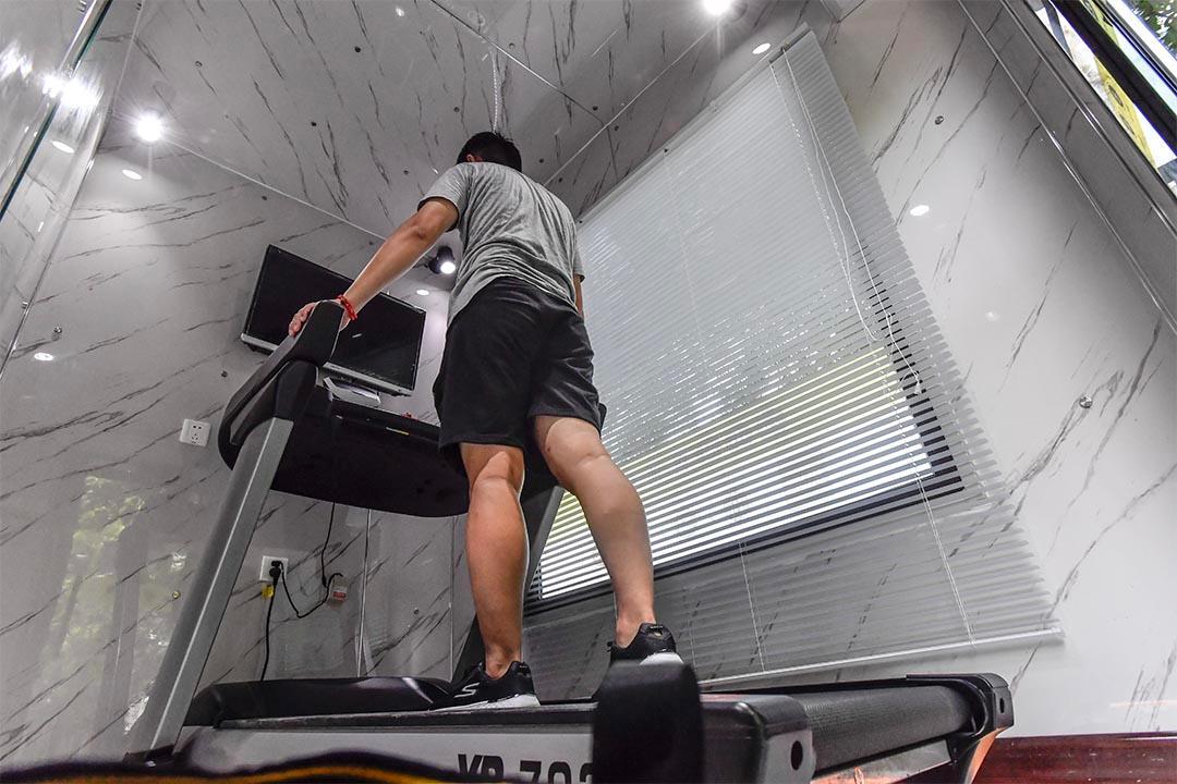 gym pod treadmill
