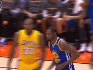 击掌握手无人响应?NBA众星教你如何避免尴尬