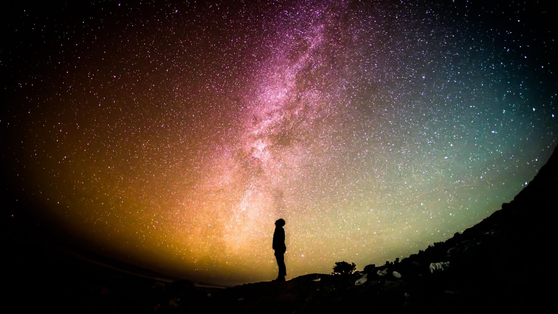 仰望星空唯美意境高清桌面壁纸