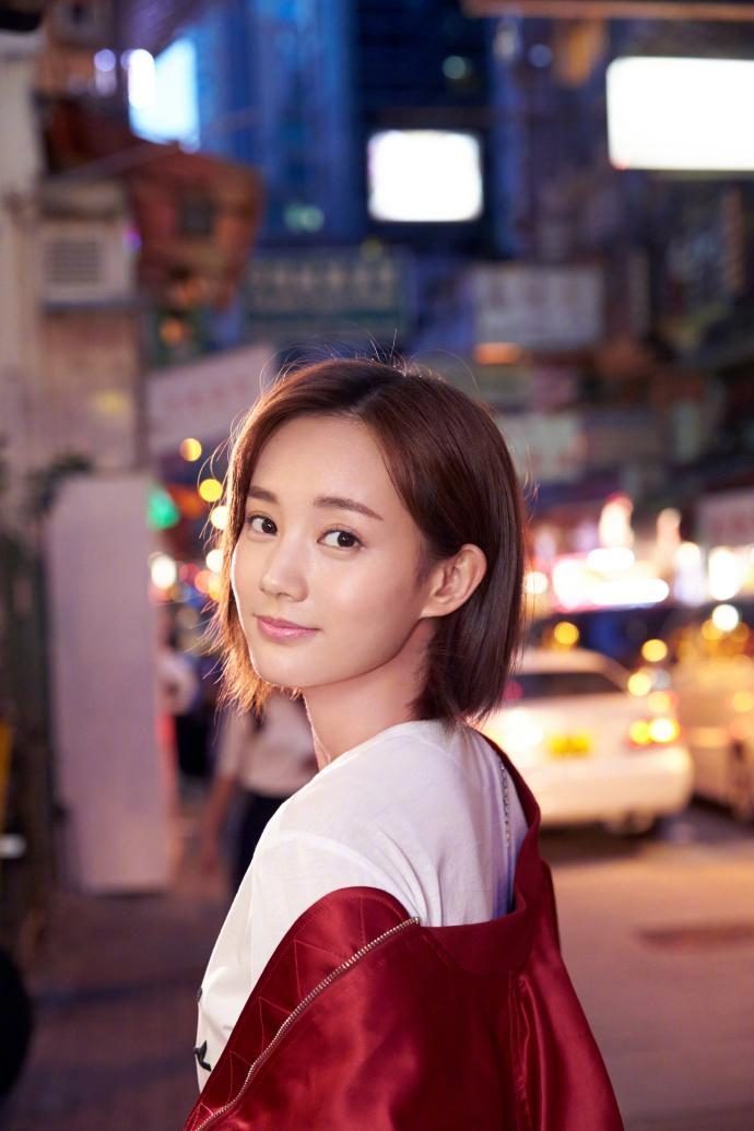 东方新闻李�_李一桐短发造型时尚街拍高清图片_图片新闻_东方头条