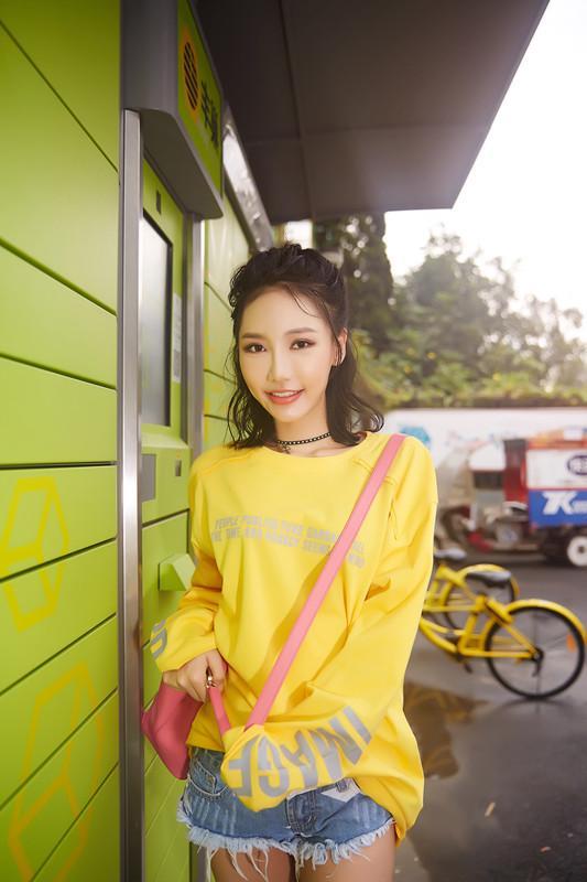 贺敬轩最新时尚街拍曝光
