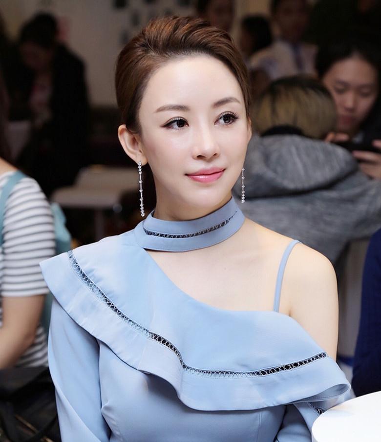 """""""九球天后""""潘晓婷优雅"""