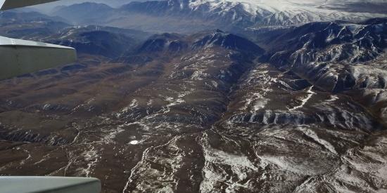 飞机下的雪山