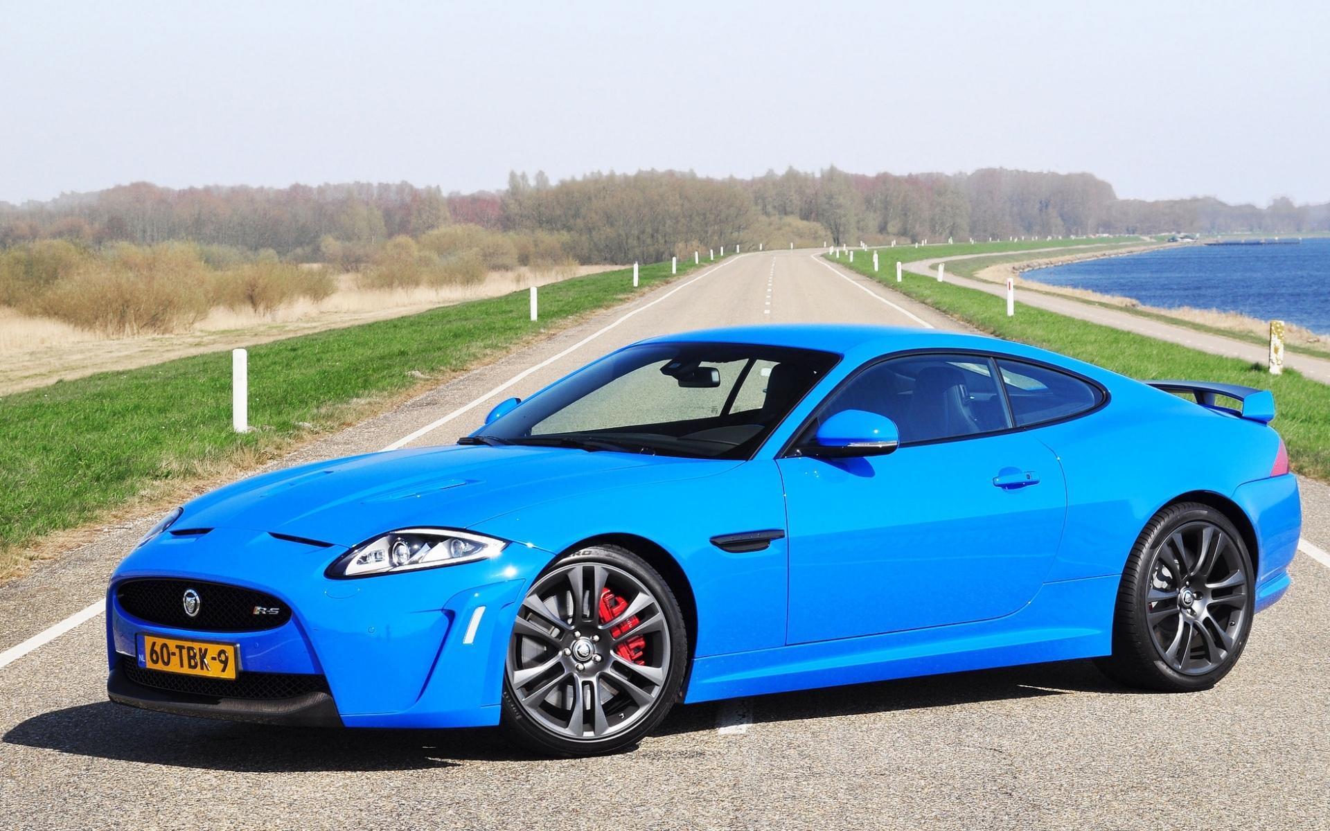 蓝色酷炫豪华跑车高清图片桌面壁纸