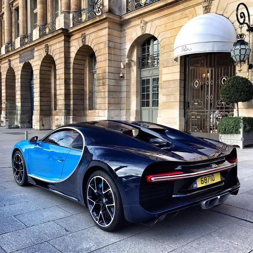 巴黎街拍布加迪炫酷豪车图片壁纸_图片_猫扑汽车