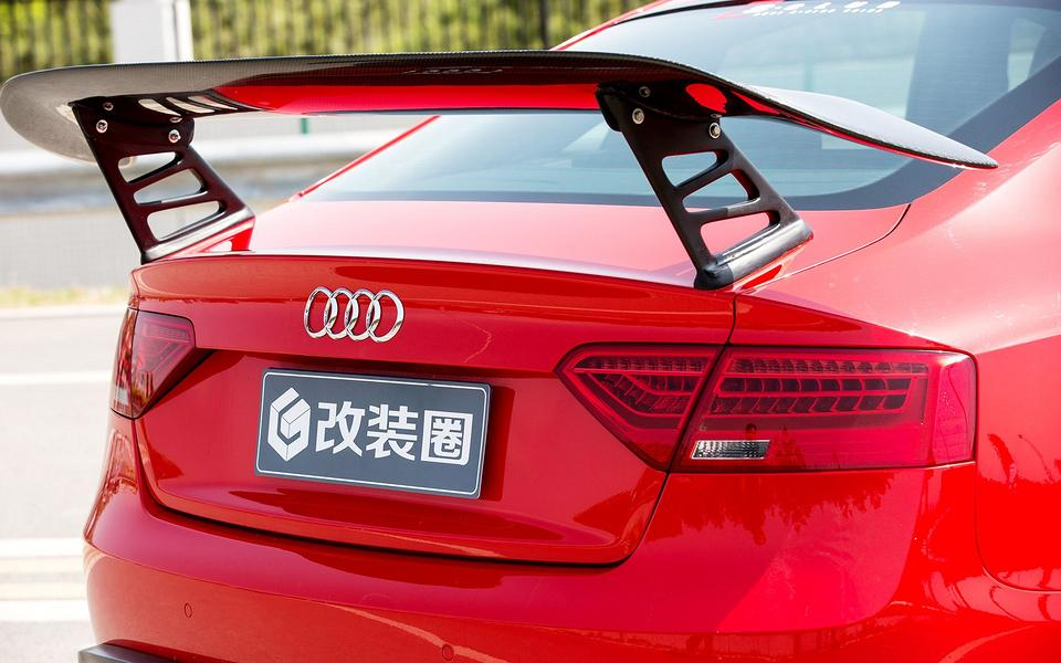 炫酷的红色奥迪a5改装车壁纸图片
