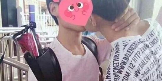 一游乐园的活动,只要接吻就能免费进入