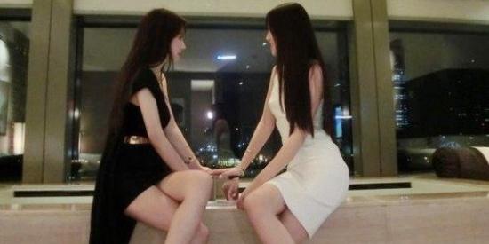 搞笑PS集锦:求大神给两个姑娘每人P一双翅膀,黑白天使的效果