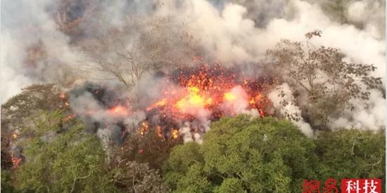 夏威夷基拉韦厄火山喷出炽热熔岩