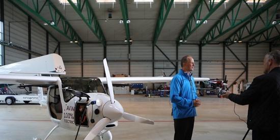 两座电动飞机首航 将实现电动飞机全覆盖