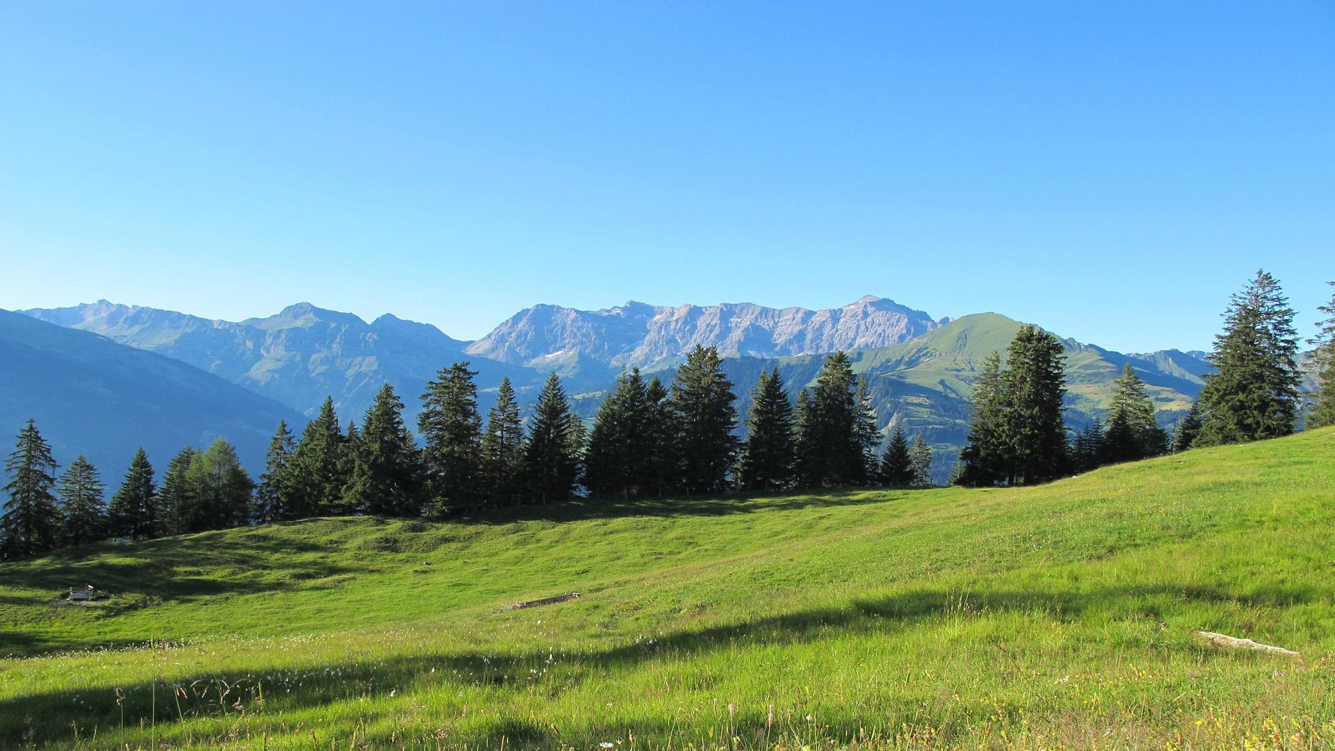 山峰自然风景高清图片桌面壁纸