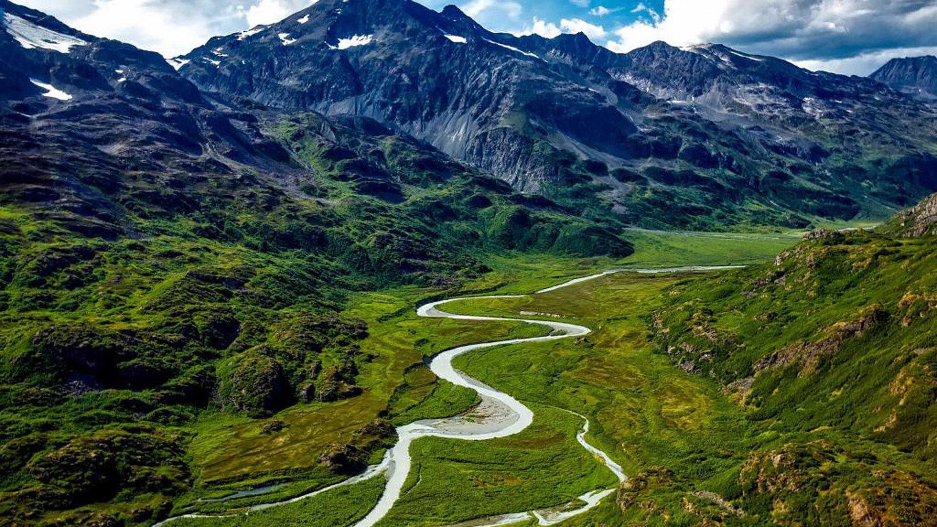 阿拉斯加山脉风景图片桌面壁纸