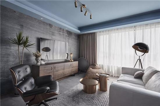 电视墙,电视柜做旧的痕迹十分明显,与白色沙发形成鲜明对比,特别有