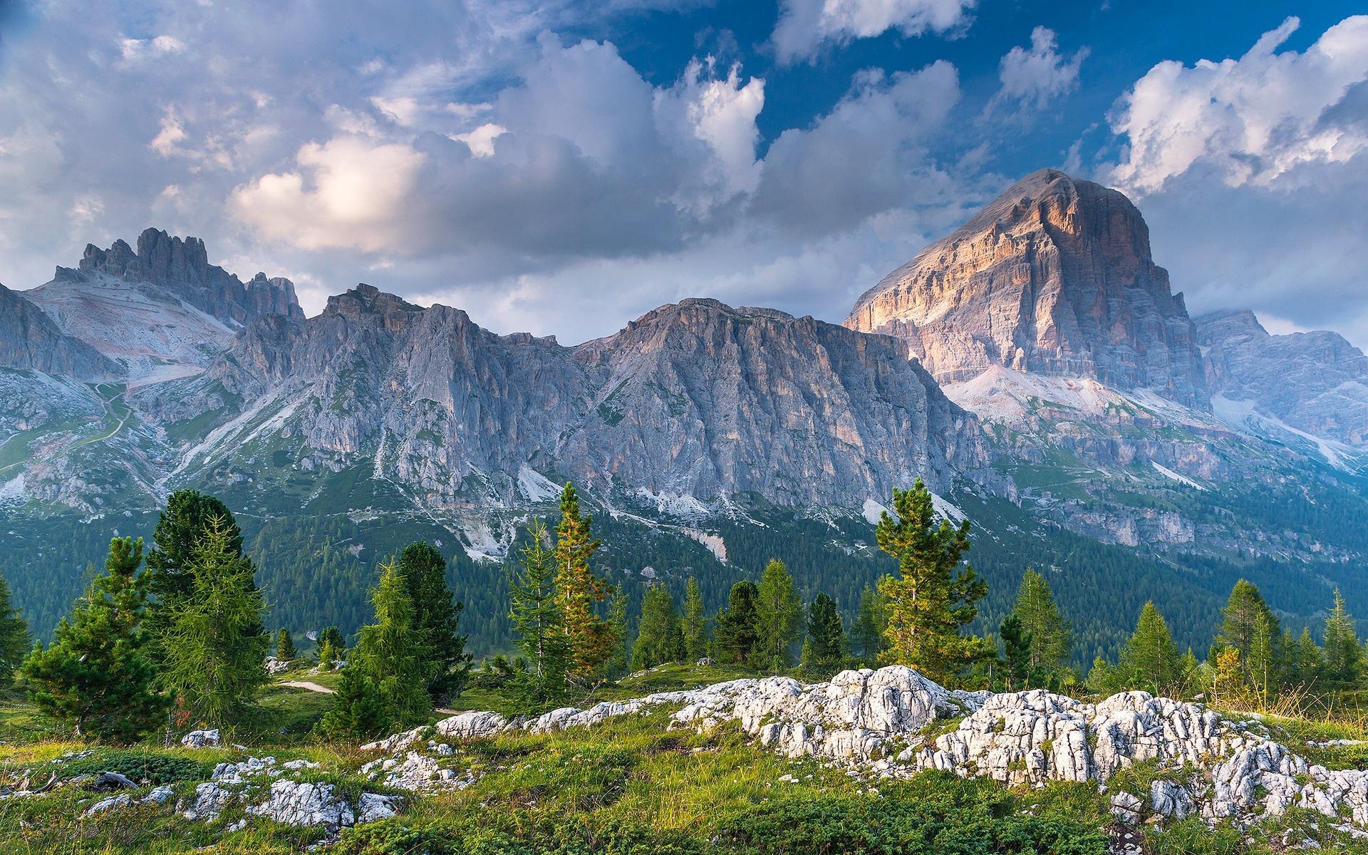 意大利白云石山自然风景图片壁纸