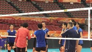 高清:女排训练备战世锦赛六强赛 全程气氛轻松