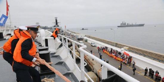 和平方舟医院船首访智利受到热烈欢迎