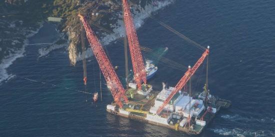 挪威请来中国造浮吊船 打捞沉没宙斯盾舰就靠它