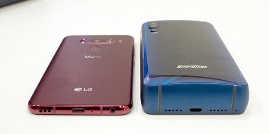 全球电池容量最大手机亮相:待机50天形如板砖