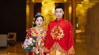 赵芸蕾牵手小三岁队友 婚礼现场如梦如幻