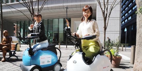 日本轮椅型机器人进行测试 腿脚活动不便也能自主乘坐