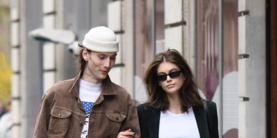 超模凯雅·杰柏和男友街头散步秀恩爱!