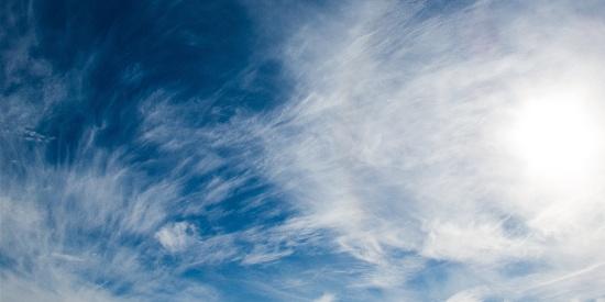 静谧清爽蓝天白云高清桌面壁纸