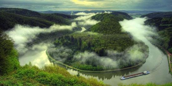 秀丽壮观的河流风景图片桌面壁纸
