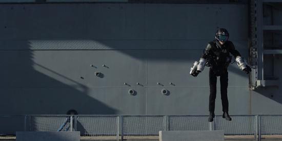 美工程师展示喷气式飞行服 似悬浮空中异常炫酷