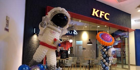 """东北首家肯德基""""未来餐厅"""" 可智能互动设备迅捷点餐"""