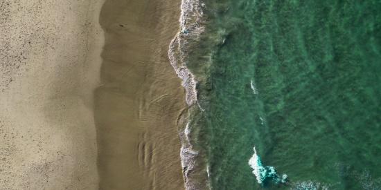航拍海浪图片