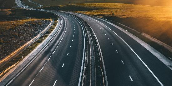 蜿蜒的公路风光图片桌面壁纸